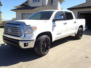 2014 Toyota Tundra Limited Crew Max Only 43,900km. Many extras