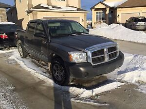 2005 DODGE Dakota Sxt LOW KM clean title CREW CAB
