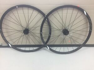 Roues vélo route Giant PX-2