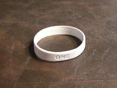 New ONE Make Poverty History White Wristband Bracelet Bono U2 - Size Large