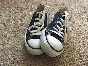 Brand new women's size 7 converse