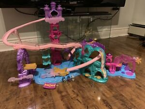 Shimmer and shine magic carpet playset plus extra small playset