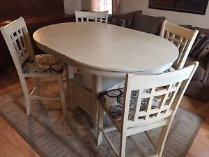 Rustic Cream Finish Table & Chairs - With Leaf