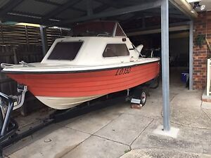4.7 metre 1/2 cabin fishing boat Endeavour Hills Casey Area Preview