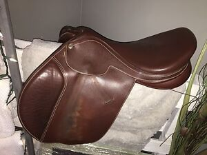 17 inch collegiate saddle