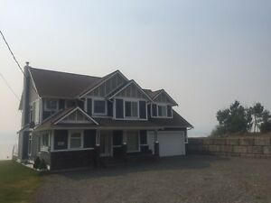 Beautiful Lake Front House in the Cariboo