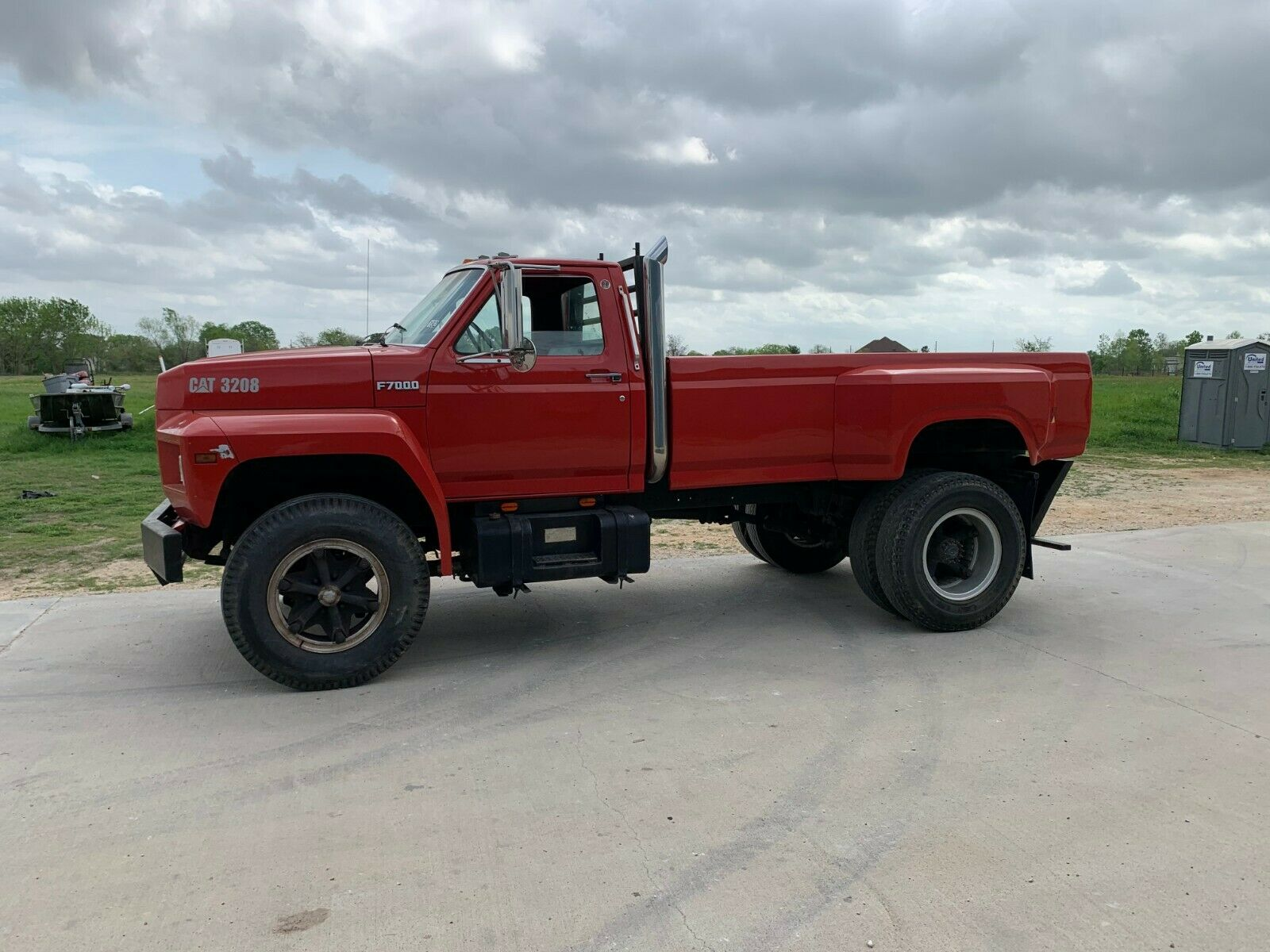 1900 Ford F7000  1987 CUSTOM FORD F700 F7000 PICKUP CAT ENGINE STACKS DUALLY TRUCK - SEE PHOTOS
