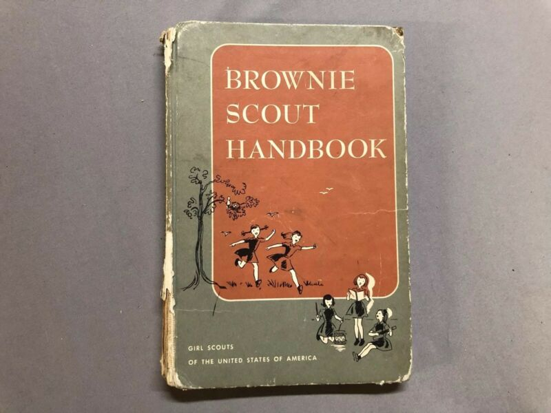 VINTAGE! 1959 HC BROWNIE SCOUT HANDBOOK IN TERRIFIC SHAPE!