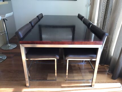 Dining Room Table & 6 Chairs.
