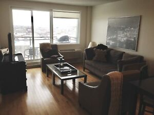 1 bed + den + parking downtown Jardins Windsor   740 sq ft
