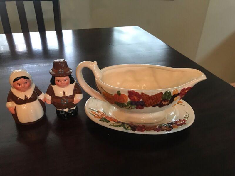 Publix Pilgrim Pair Holiday Thanksgiving Gravy Boat & Dish & Salt Pepper Shakers