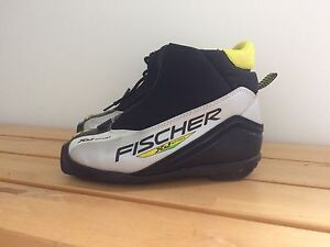 Fischer cross country ski boots size 35 (3-3.5 US)