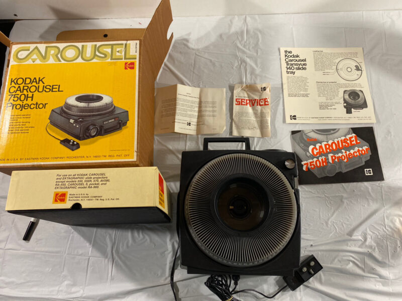 Kodak Carousel 750H 35mm Slide Projector With Tray, Case, Tested, Shown In Pic