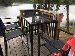 FREE TABLE AND CHAIRS-pick up must be this coming weekend