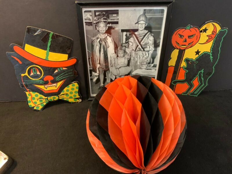 LOT OF FOUR PIECES VINTAGE HALLOWEEN CARDBOARD ITEMS & FRAMED CHILDREN