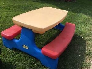 Table little tikes pour enfant (Sainte-Julie)