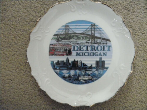 DETROIT MICHIGAN. Vintage Ceramic Souvenir Landmark State Plate