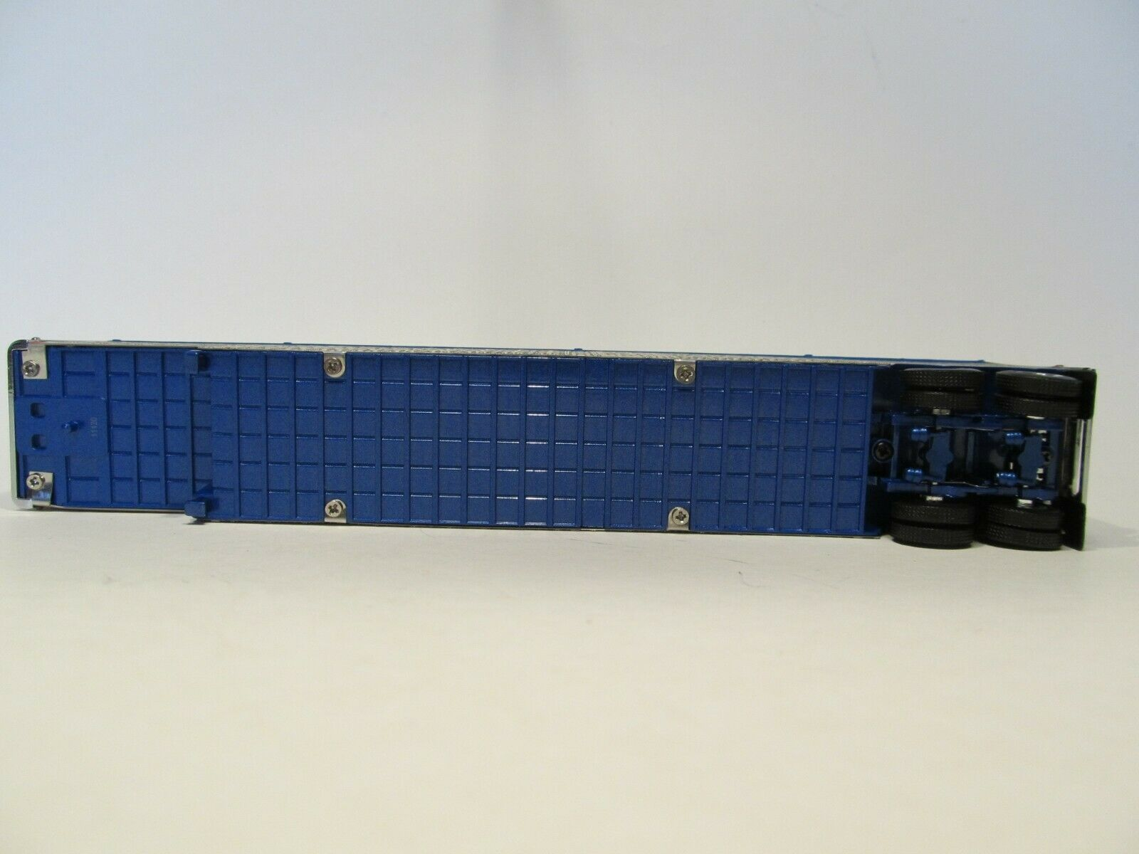 DCP 1/64 SCALE WILSON LIVESTOCK TRAILER TANDEM AXLE SILVER SIDES,BLUE FRAME&TOP 5