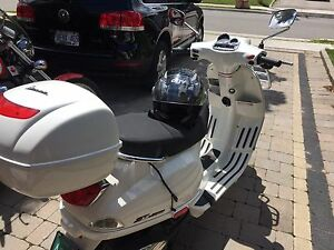 2010 Vespa S50 well equipped. Lady driven. Clean !!!!l