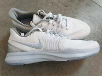 Nike Sneaker/ Sportschuhe NEU Größe 41 weiß Niedersachsen - Nienburg (Weser) Vorschau