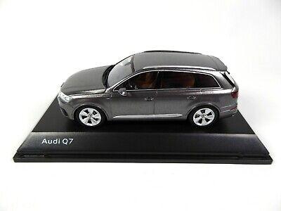 Audi Q7 Graphite Grey 1:43 Spark - Dealer Pack Model Car Diecast 7633