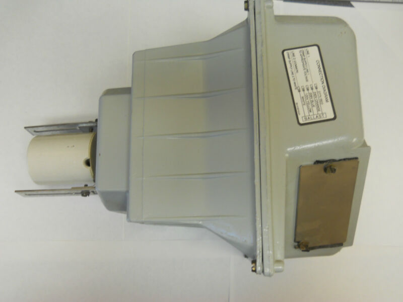 GENERAL ELECTRIC SMALL BALLAST  LUMINAIRE UGS40M0A5AW *NEW*