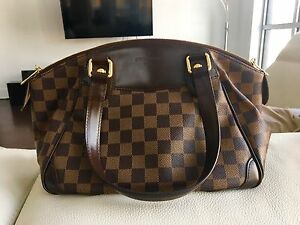 Louis Vuitton handbag in Damier canvas