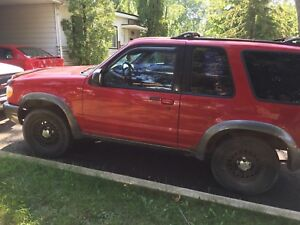 Ford Explorer 1999 - 1500$ négociable