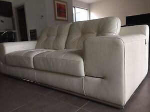 Italian leather 2.5 seater lounge Kingswood Mitcham Area Preview