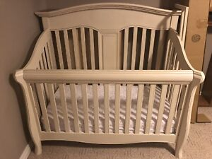 Convertible Crib/Daybed/Double Bed