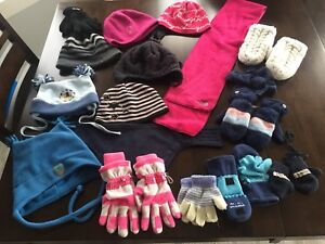 Tuques, mitaines et foulard