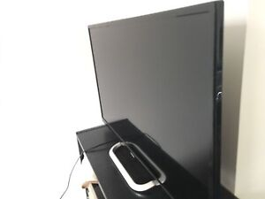 """Haier 32"""" TV with Remote"""