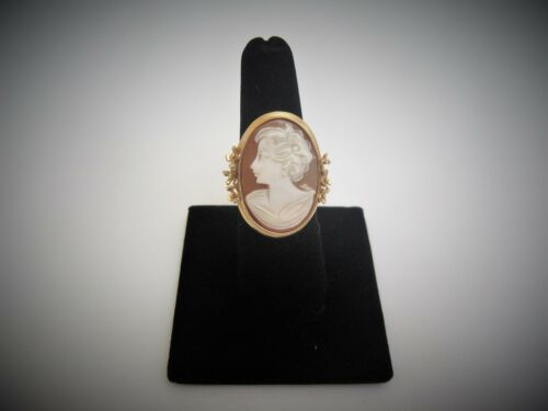 Beautiful Estate 14K Gold Large Oval Genuine Shell Cameo Ring Size 8.5