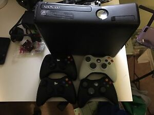 Xbox 360 plus Kinect Motion Gaming Sensor Cambridge Kitchener Area image 1