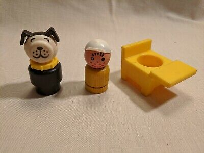 VINTAGE FISHER PRICE LITTLE PEOPLE SCHOOL HOUSE YELLOW DESK, boy and dog