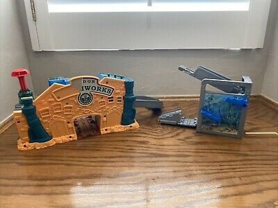 Thomas & Friends Train Take n Play Playset Sodor Aquarium & Steamworks PlaySets