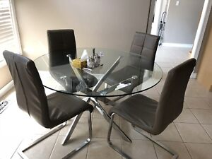 Modern Dinner table and 4 brown leather chairs