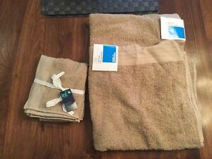 New - 2 bath towels and 2 facecloths