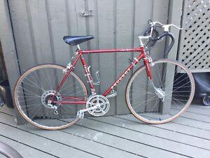 Vélo de route de marque peugeot