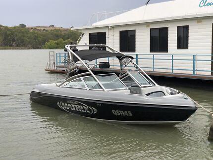 Matrix Expression ski wake boat