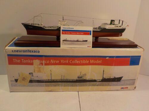 N Chevron Texaco The Tanker New York 1:474 Scale Model Shipping  Boxed Famm