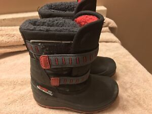 Toddler winter boots size 8 (fits like 7)