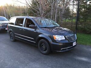 Chrysler Town & Country - Great Working Vehicle