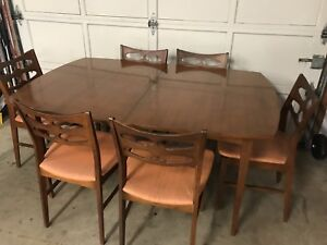 Beautiful Vintage Danish Style Quebec Made Table & Chair Set