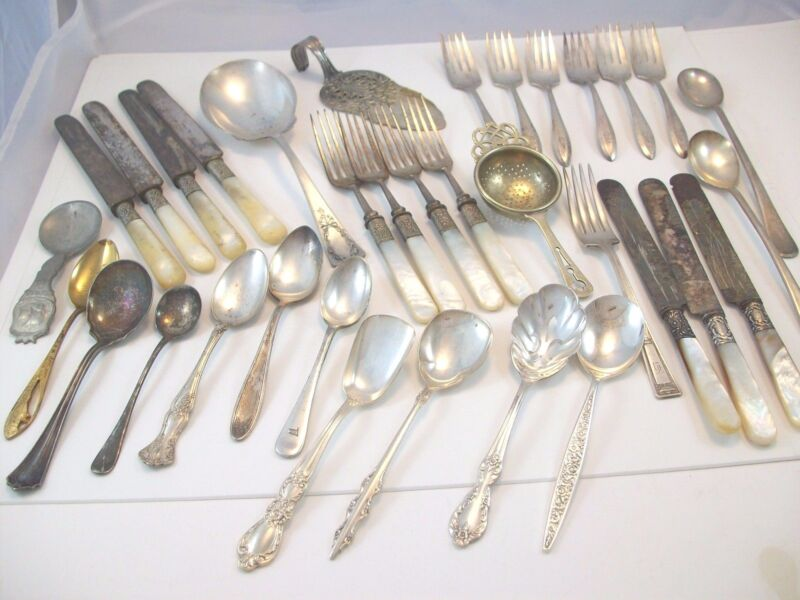 LARGE LOT SILVERPLATE FLATWARE PIECES FORK SPOON KNIFE SUGAR SIFTER TEA STRAINER
