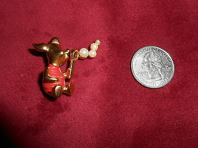 Disney Pin 16215 Piglet blowing bubbles - pink shirt 3D Gold Tone