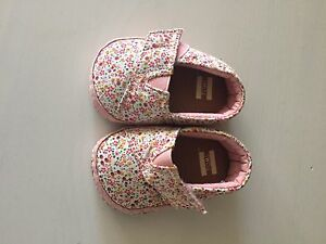 Baby toms! Size 1! Brand new.