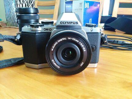 Olympus omd em10 + lenses & bag Blair Athol Campbelltown Area Preview