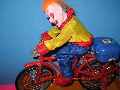 DEMONIC EVIL CLOWN RIDING BIKE - HALLOWEEN PROP - MOVES - MUSIC - LED EYES - NEW](Halloween Clown Music)