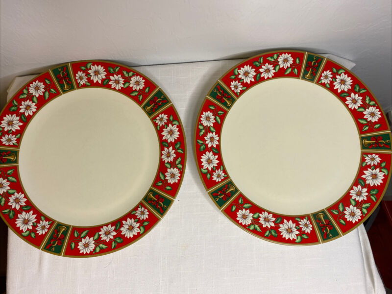 """2 Charlton Hall 10"""" Dinner Plates Kobe Classic Tradition Christmas Replacement"""